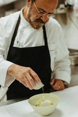 Greg Malouf träufelt noch etwas Olivenöl über dein Weichkäse