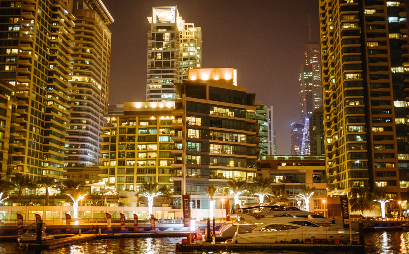 Dubai bei Nacht: Alles leuchtet!