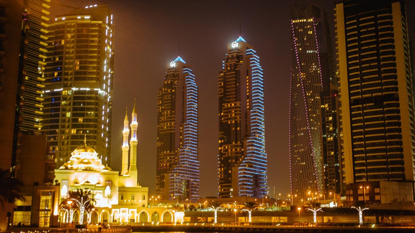 In Dubais Skyline trifft Tradition auf Moderne.