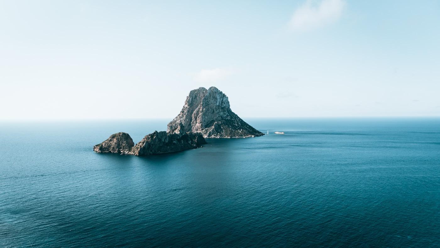 Ein Inselhighlight: Der Blick auf das Felsmassiv Es Vedrà.