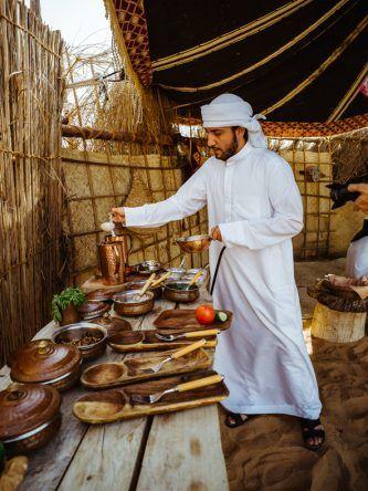 Das Frühstück wird von Beduinen frisch zubereitet.
