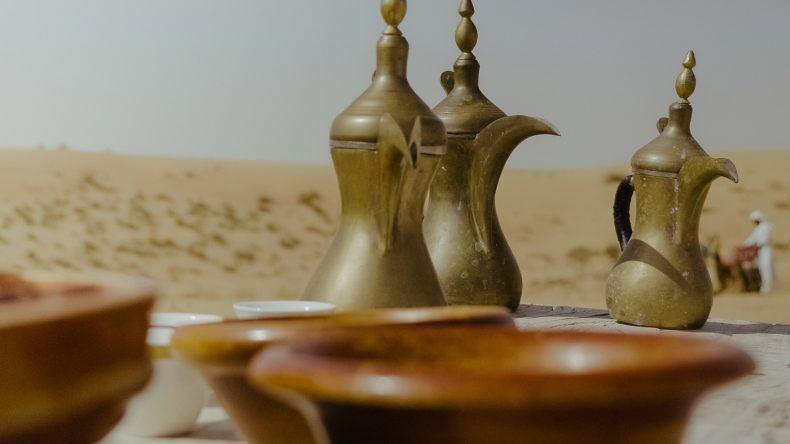 ...und das aus besonders hübschen, goldenen Teekannen