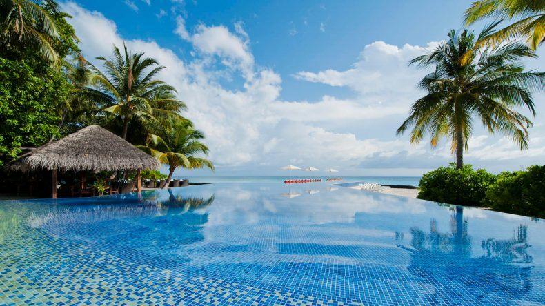 Genießt den Blick auf's Meer vom Infinity Pool aus