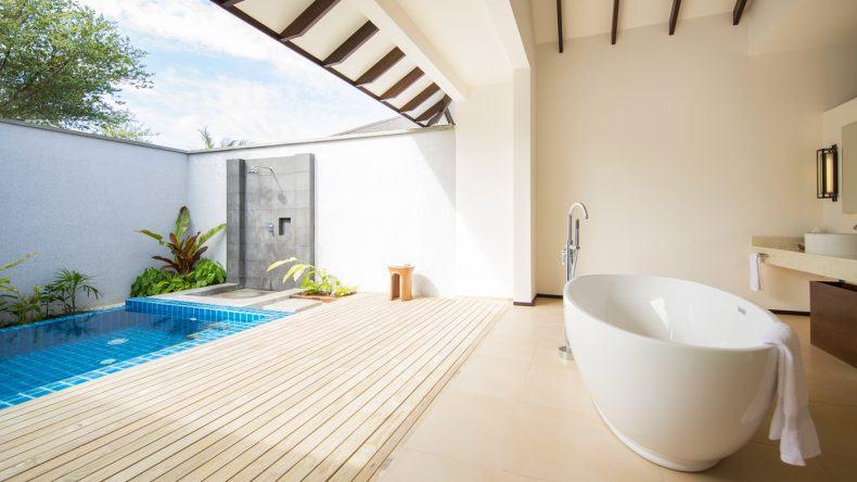 Auch die Strandbungalows bieten einen eigenen Garten, Open-Air-Dusche und Private Pool
