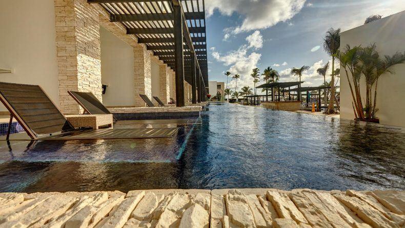 Aus dem Bett direkt in den Pool: Swim-Up-Zimmer im CHIC Punta Cana