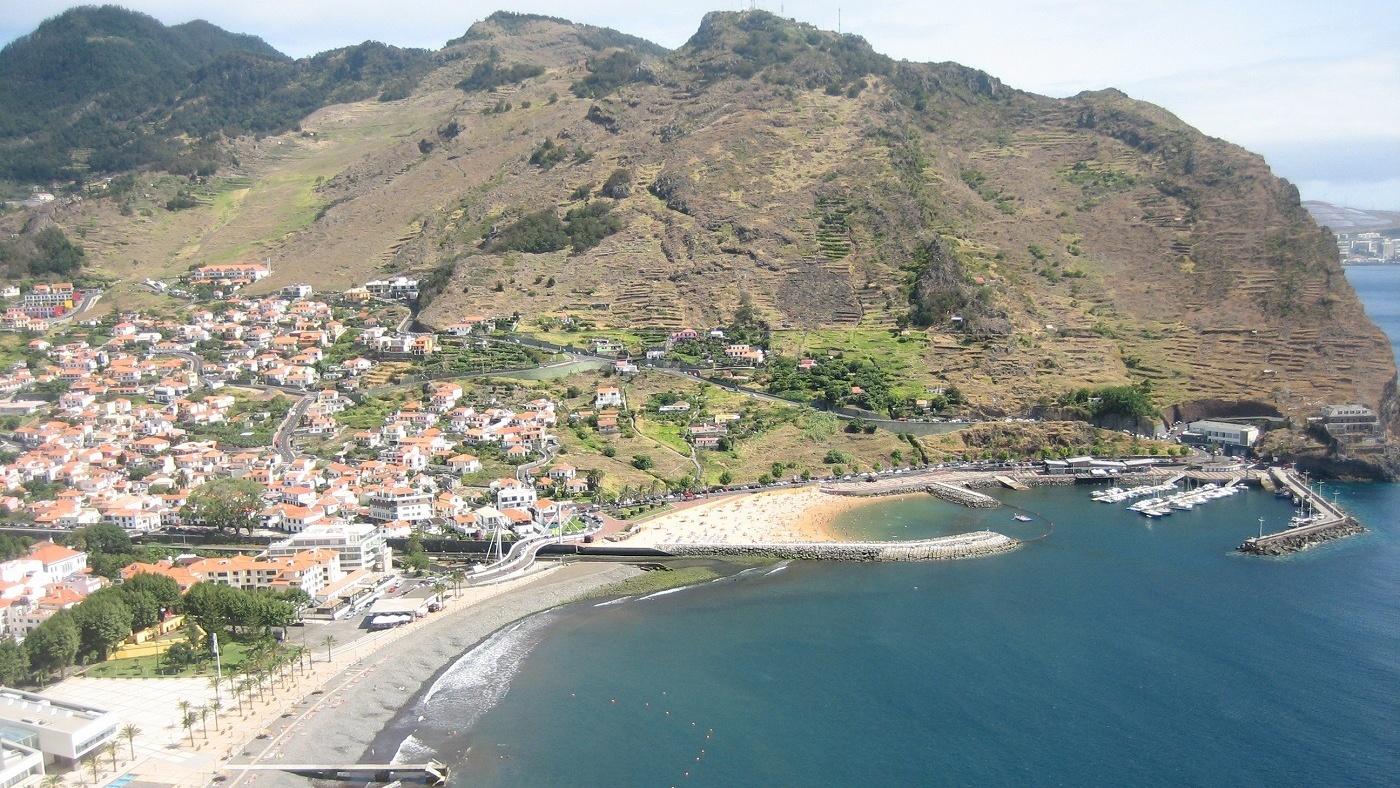 Machico - einer von Madeiras wenigen Sandstränden