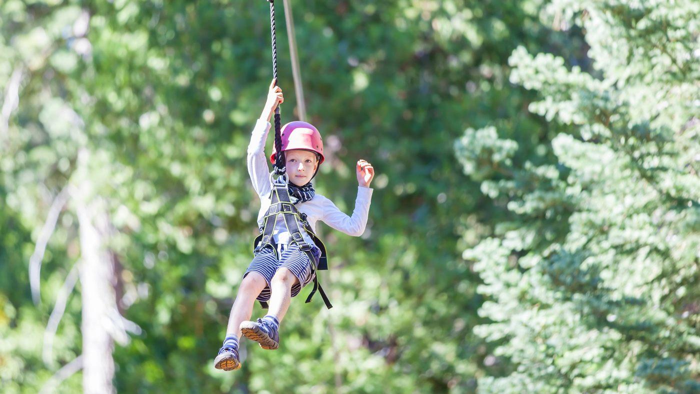 Ziplining ist ein riesen Spaß für Kids
