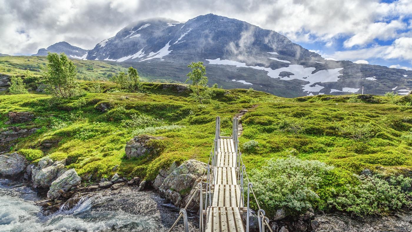 Wer mit der Bergensbahn unterwegs ist, kann traumhafte Aussichten auf den Hardangervidda Nationalpark genießen