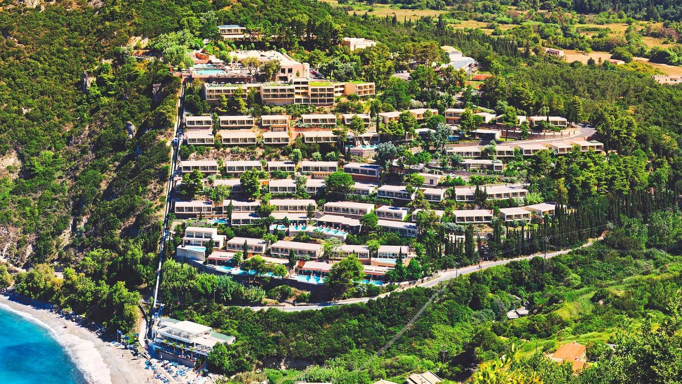 Die traumhafte Hanglage des TUI BLUE Atlantica Grand Med Resort