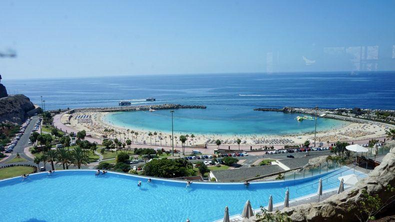 Fantastischer Ausblick über den Strand von Amadores.