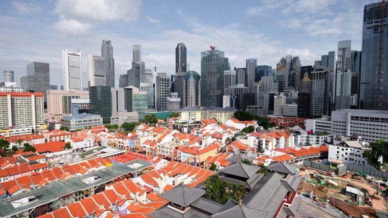 Starke Kontraste in Singapur: Hochhäuser stehen hier neben Tempeln