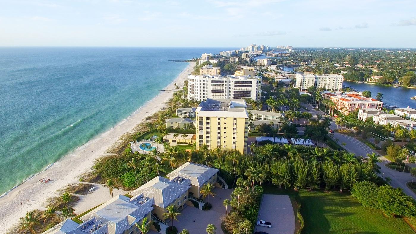 Die Küste der charmanten Stadt Naples in Florida