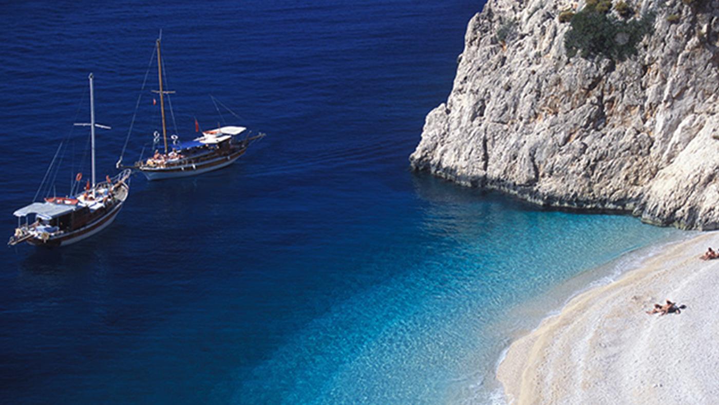 Mit der blauen Reise viele idyllische Buchten kennenlernen