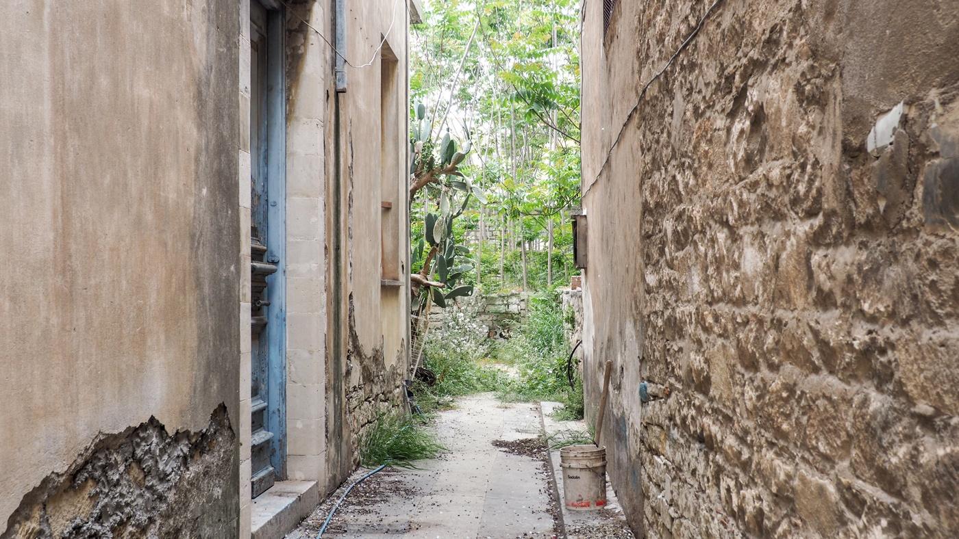 Ein typischer Hinterhof in der Stadt Nikosia