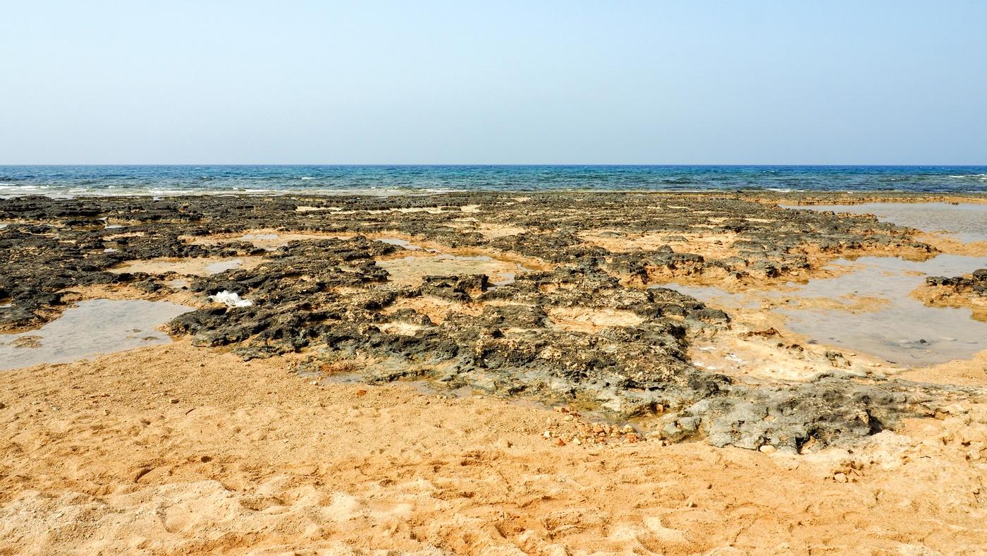 Am Strand des Mare Village