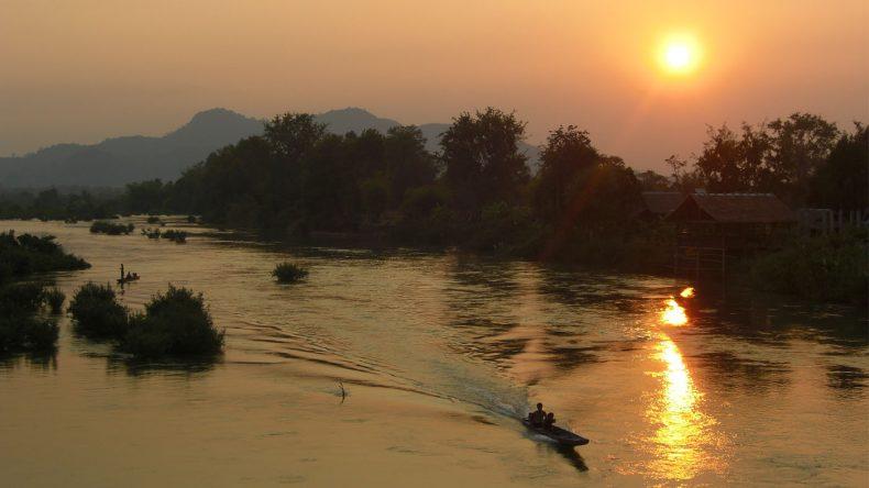 Sonnenuntergang von der Brücke zwischen Don Det und Don Khon