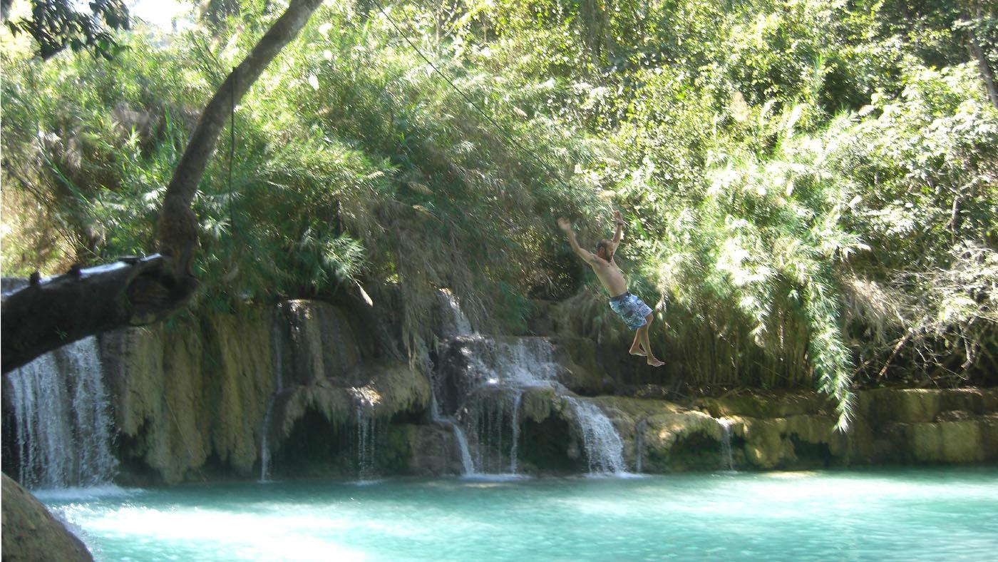 Abkühlung gibt es an den nahegelegenen Kuang Si Wasserfällen