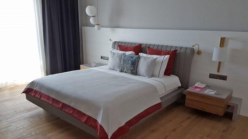 Die Zimmer sind modern eingerichtet
