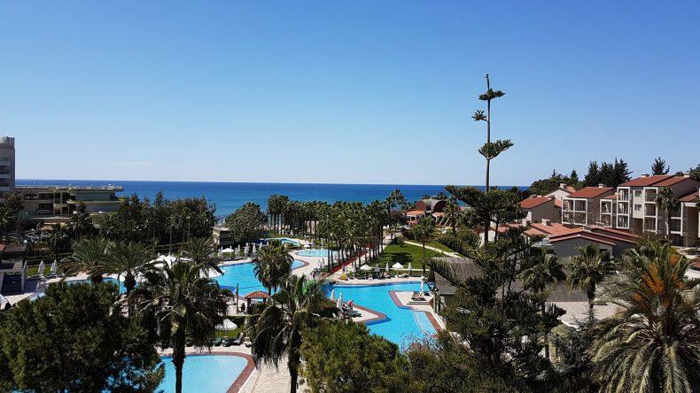 Das 5-Sterne-Hotel Arum Barut Collection überzeugt mit seiner großen Poollandschaft