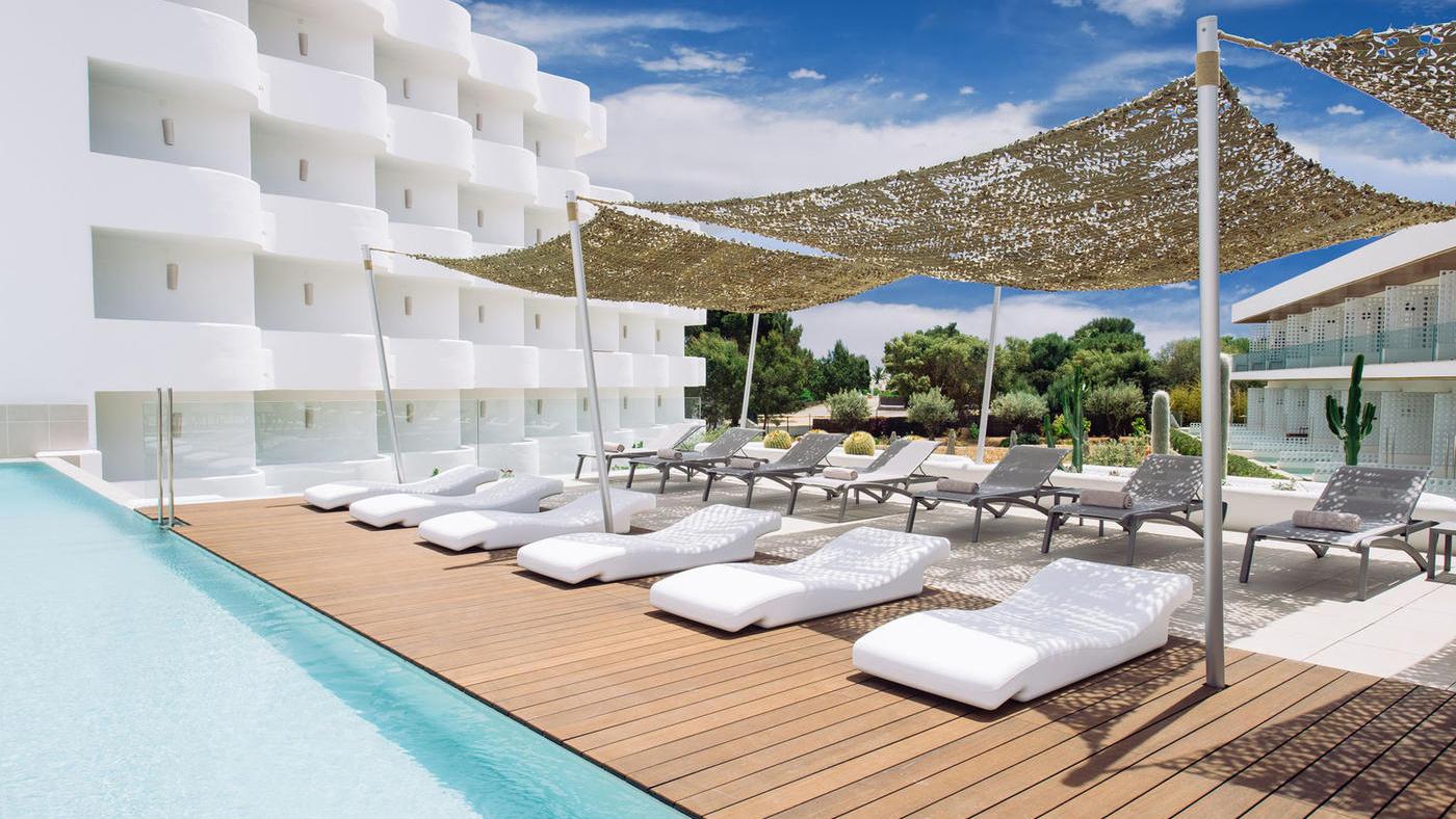 Zum Relaxen. Der Chillout Pool des Inturotel Cala Esmeralda