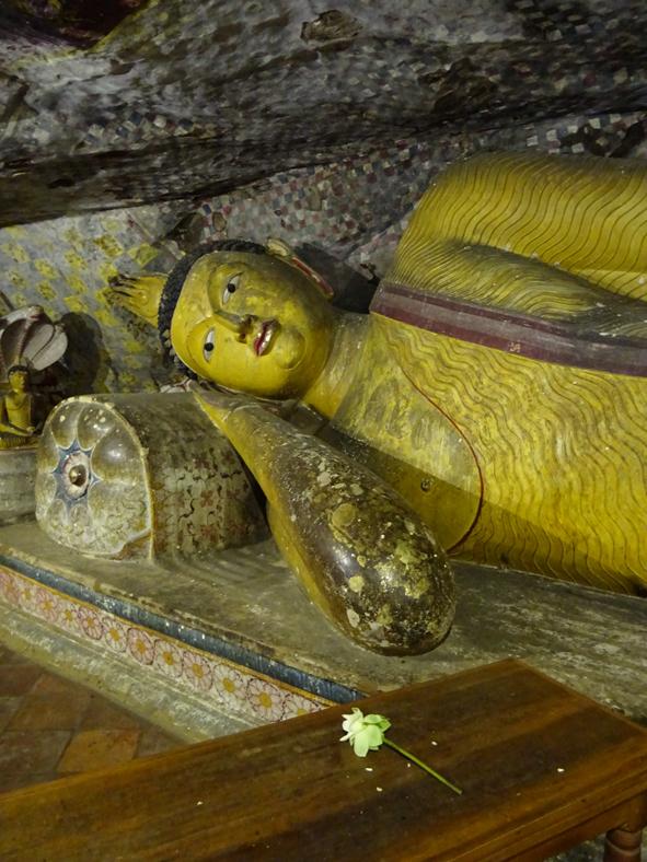 Liegender Buddha im Felsentempel von Dambulla