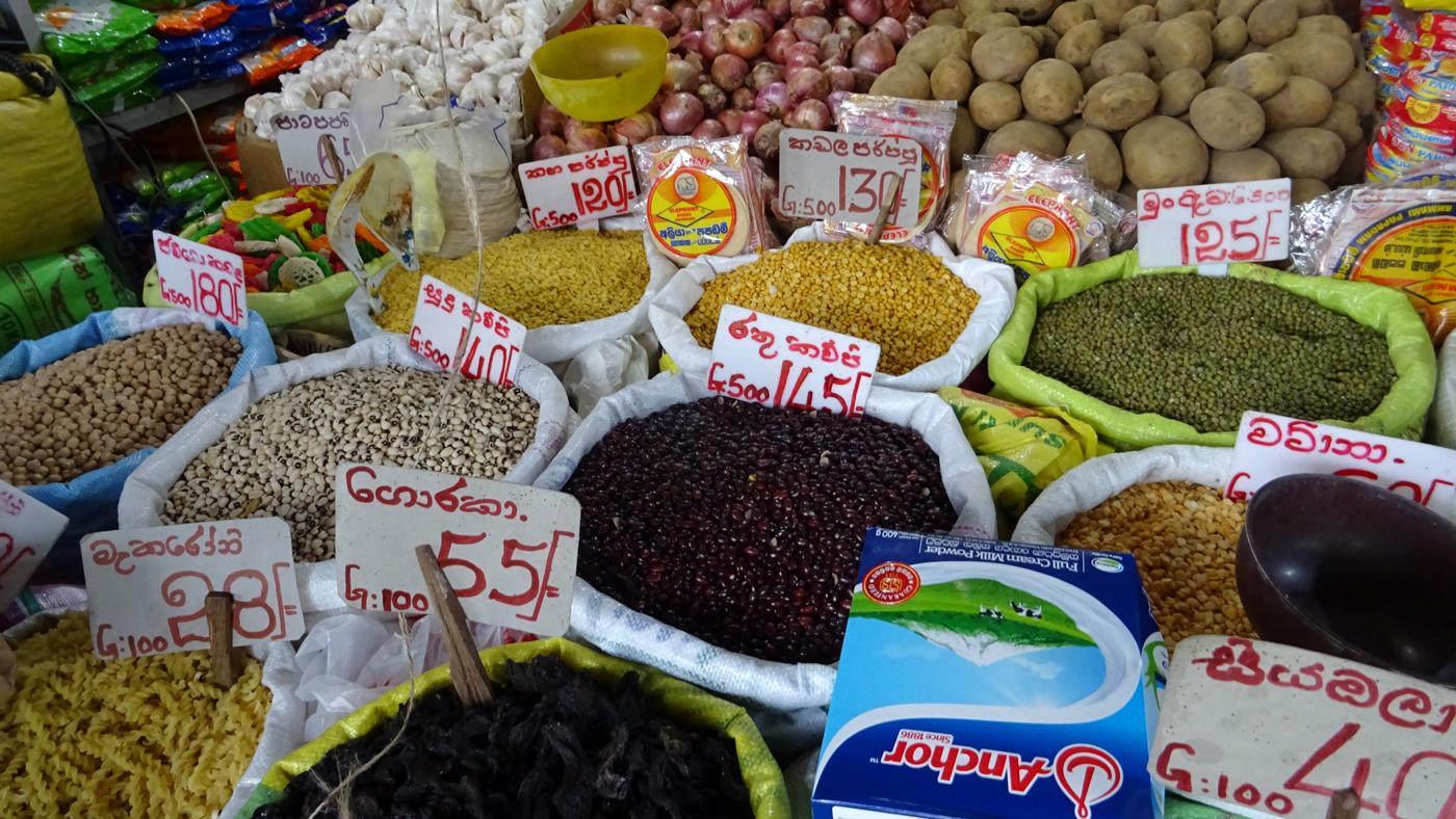 Eine Vielfalt an Gewürzen, aber auch Früchten erwartet euch in Sri Lanka