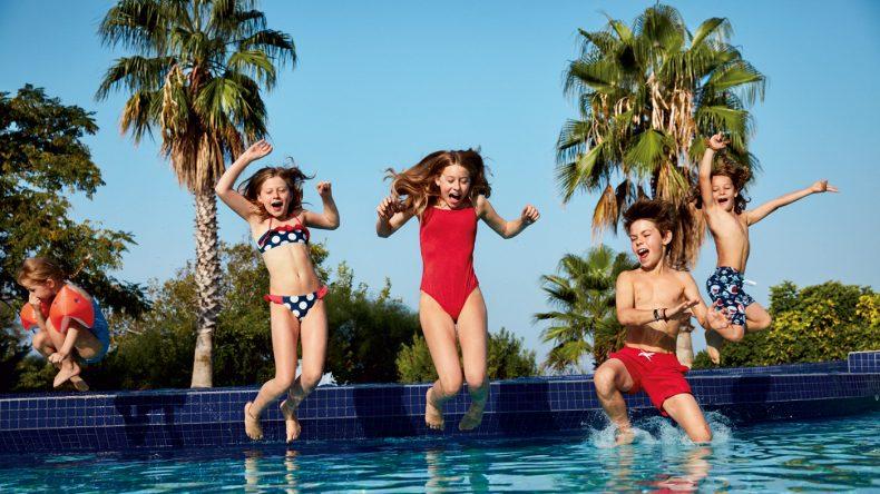 Im best FAMILY Grecotel Marine Palace könnt ihr Schwimmen lernen und euer Seepferdchen machen