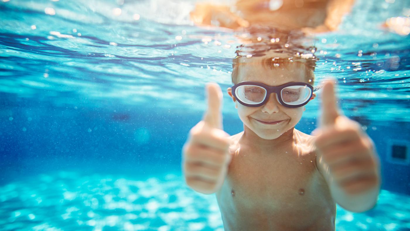 Kids können in einigen ROBINSON Clubs schwimmen lernen bzw. ihr Abzeichen machen
