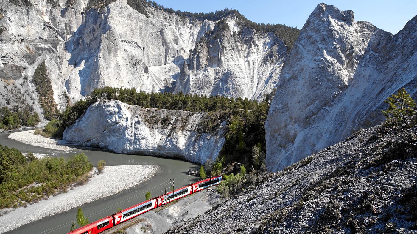 Glacier Express im Rheintal (© Swiss Image)