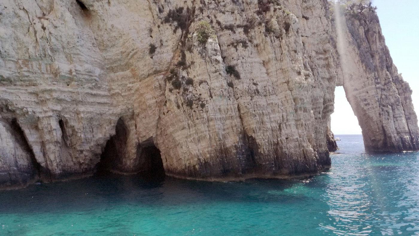 Eine kleine der vielen Grotten auf Zakynthos