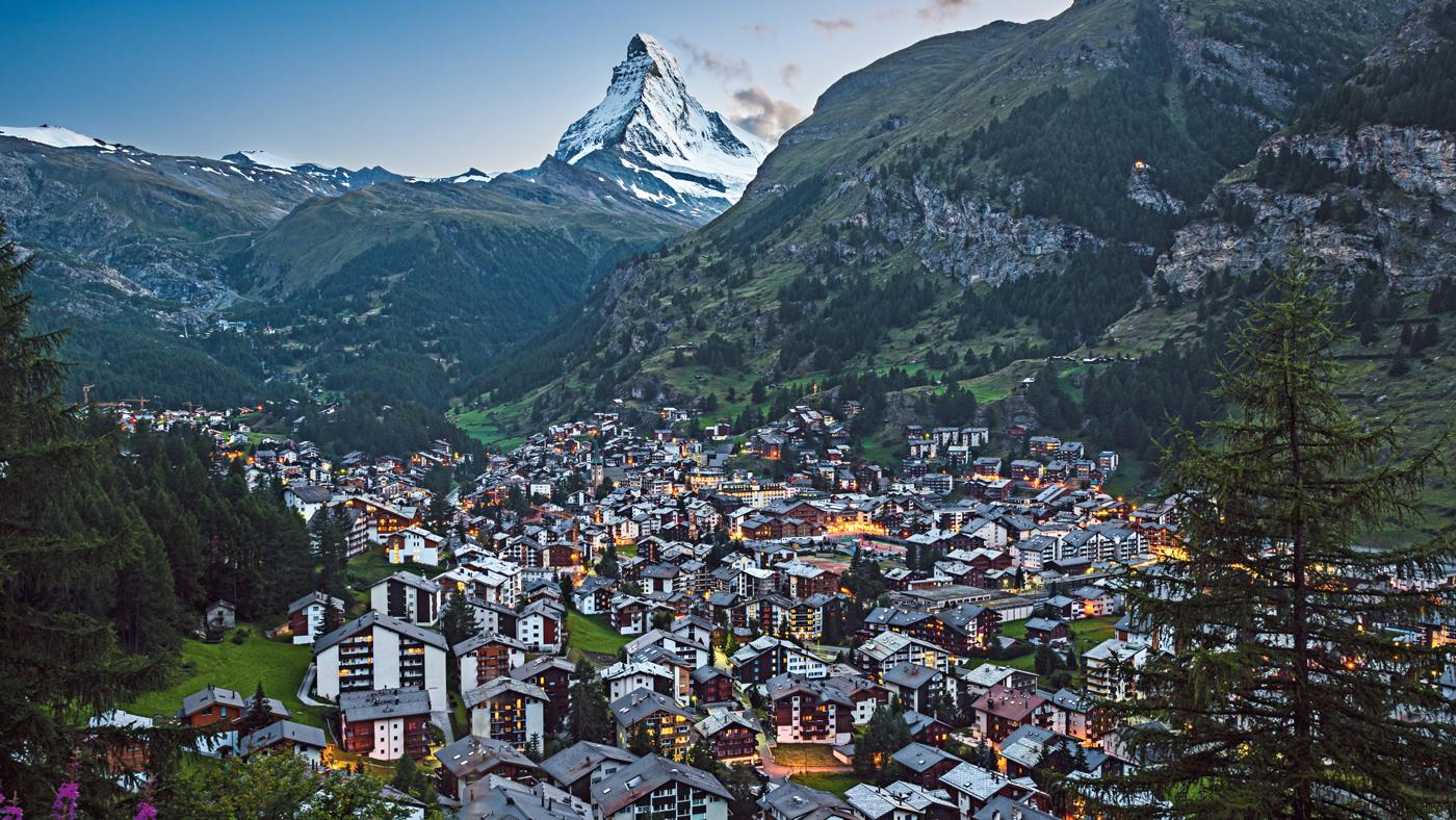 Das wunderschöne Zermatt solltet ihr euch auf eurer Schweiz Rundreise nicht entgehen lassen (© Swiss Image)