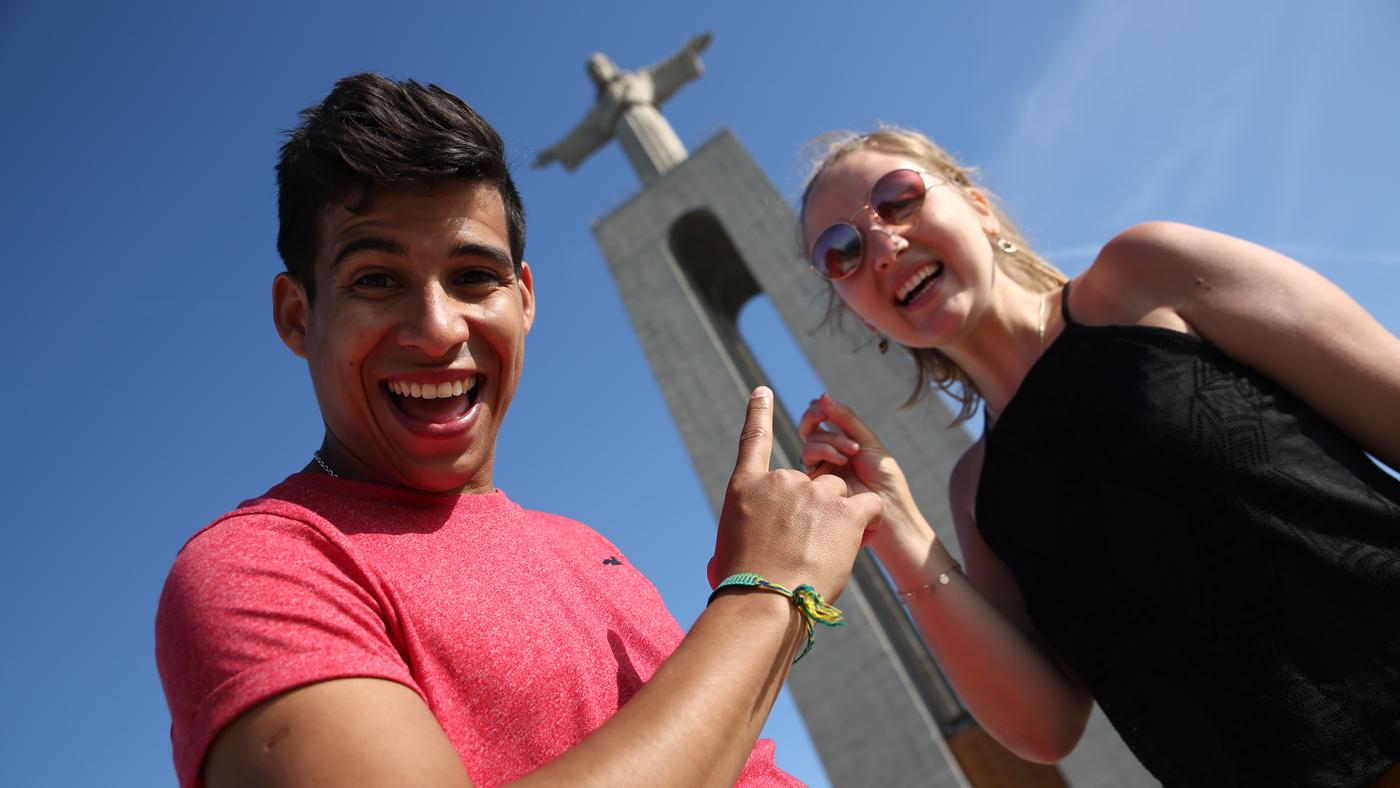 Die Christo-Rei in Almada, Portugal. In Brasilien können die beiden dann sicherlich die Cristo Redentor in Rio de Janeiro besuchen.