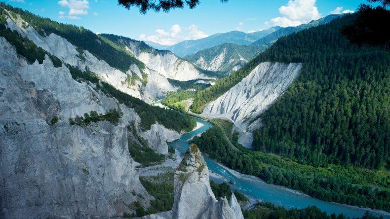 die bis zu 400 m tiefe Rheinschlucht