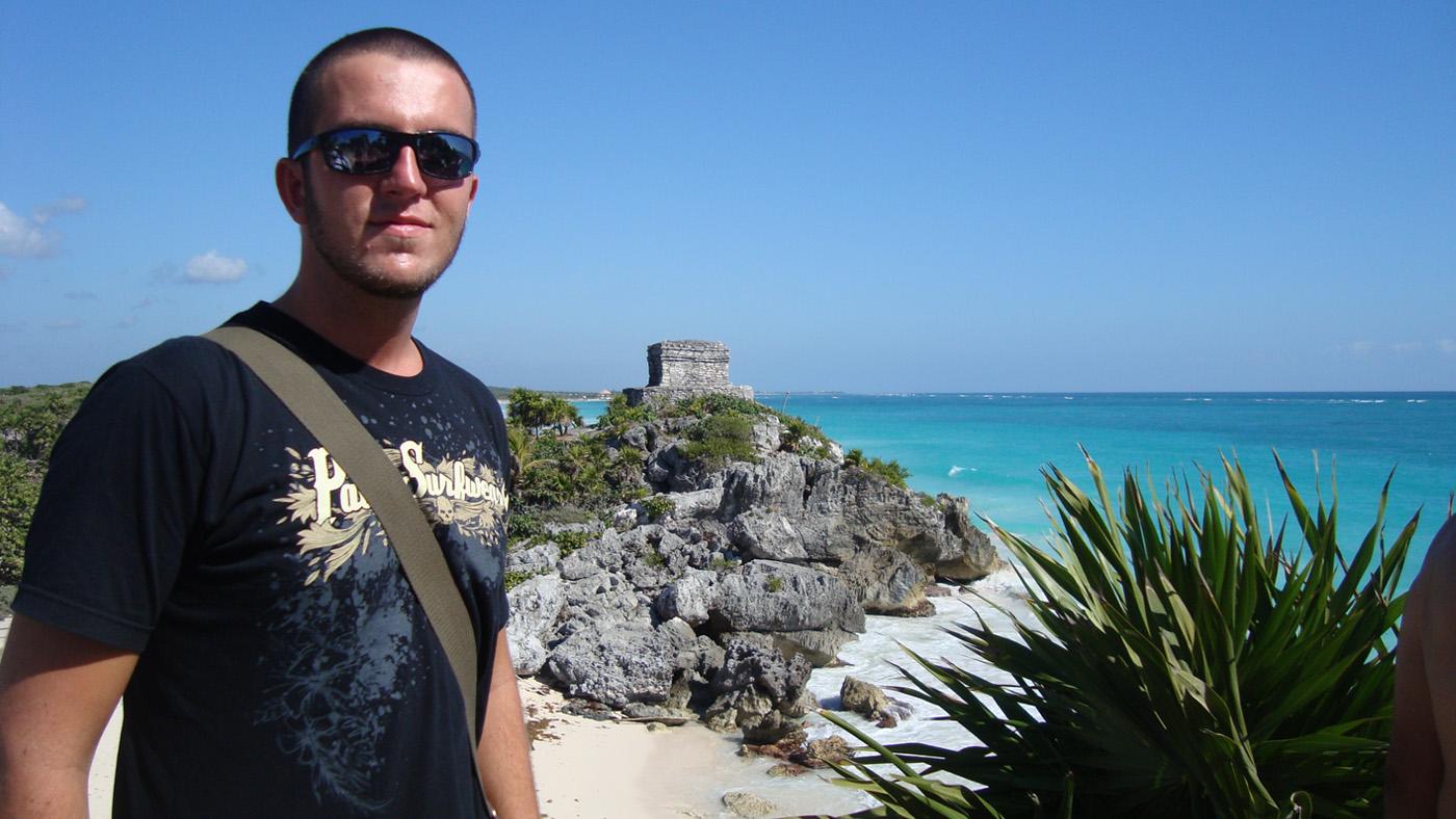 Die berühmten Maya-Tempel am weißen Sandstrand von Tulum besucht man am besten früh morgens.