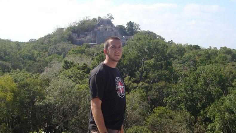 Die riesige Maya-Stadt wurde über die Jahrhunderte vom dichten Urwald Yucatáns verschluckt.