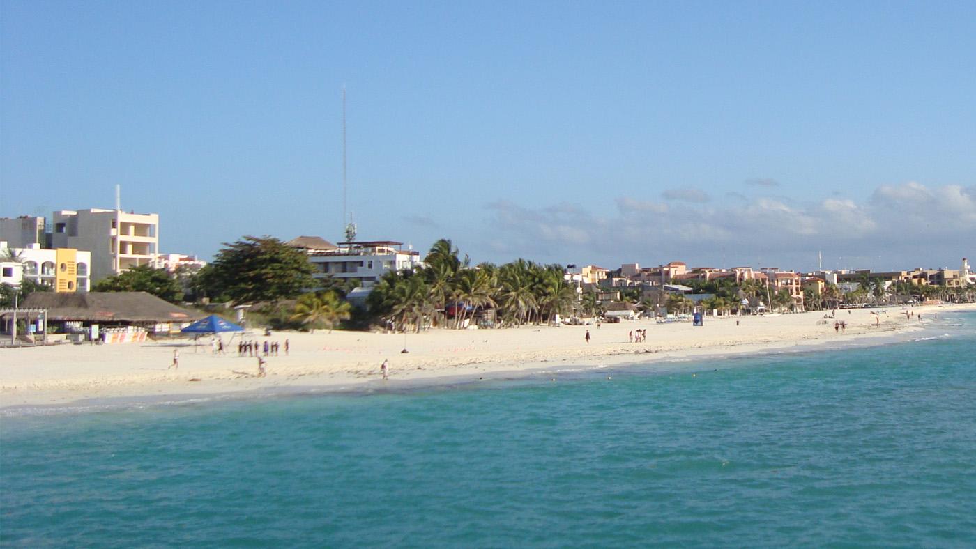 In Playa del Carmen kommen Wasserratten und Shopping-Begeisterte gleichermaßen auf ihre Kosten.