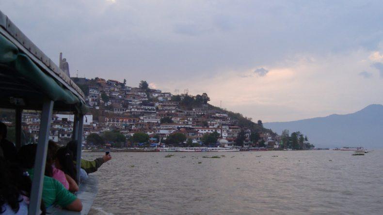 Mit dem Boot geht es von Pátzcuaro auf die Insel Janitzio.