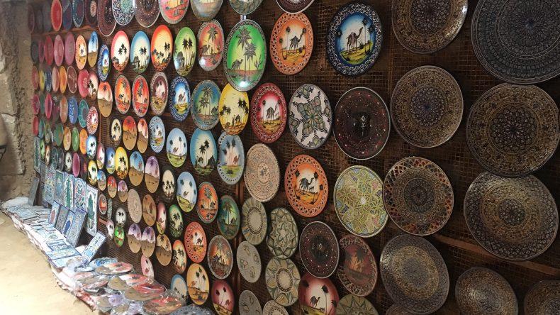 Diese orientalischen Teller schmücken ganz Djerba