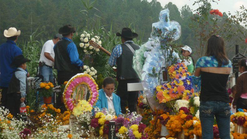 Am Día de los Muertos liegen stille Trauer und heiteres Feiern nahe beieinander.