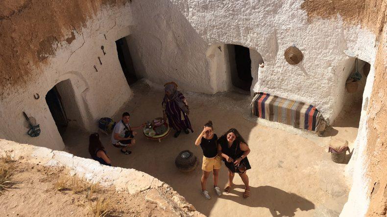 Der Innenhof eines Berberdorfs