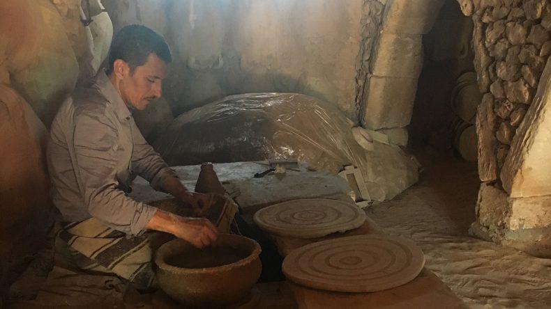 Uns wurde gezeigt, wie die Keramik hergestellt wird
