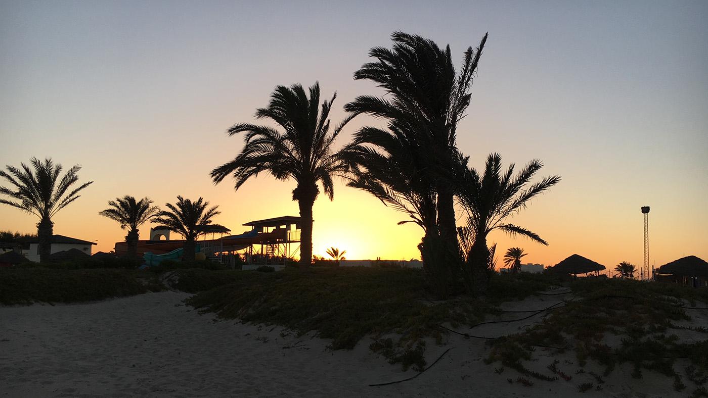Unser erster Abend mit einem tolen Untergang am Strand vom TUI MAGIC LIFE Penelope Beach