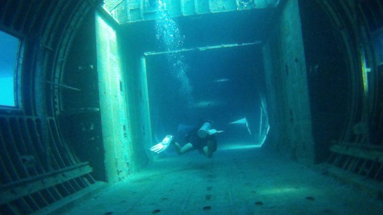 Im Inneren des Schiffs: Tauchgang in Jordanien