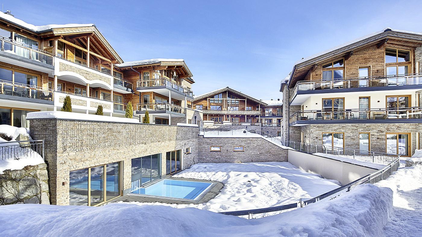 Die Ferienresidenz in Österreich verfügt u.a. über einen gemeinschaftlich nutzbaren Pool, einen Skiabstellraum und einen Skischuhtrockner.