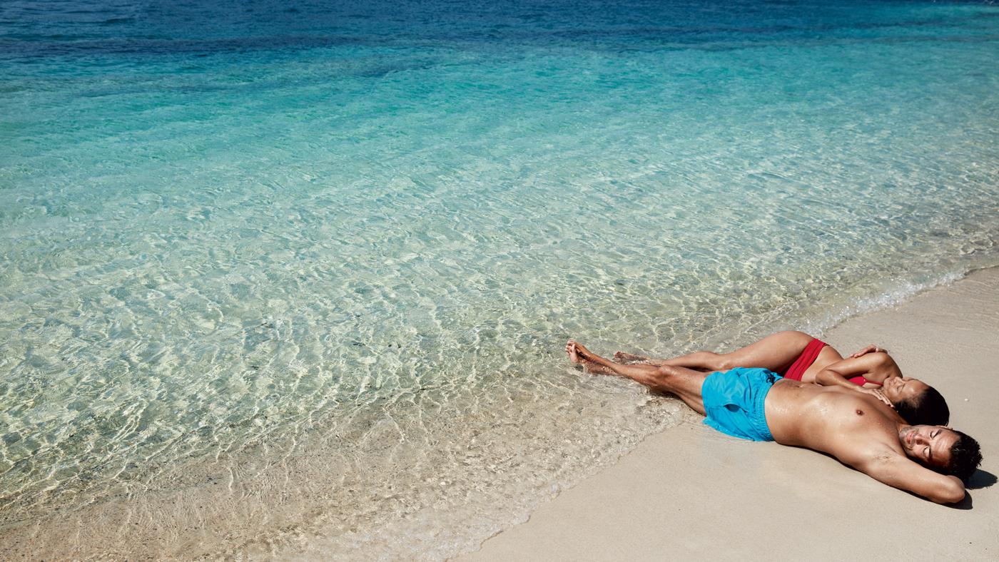 Entspannt im Urlaub - so soll es sein! Besser einen Reiseschutz buchen und so das Risiko gering halten.