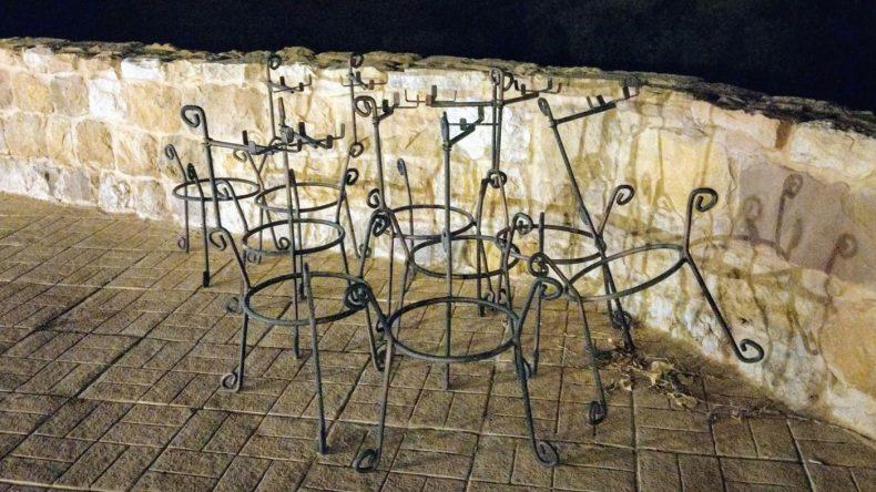 Petra: Stühle
