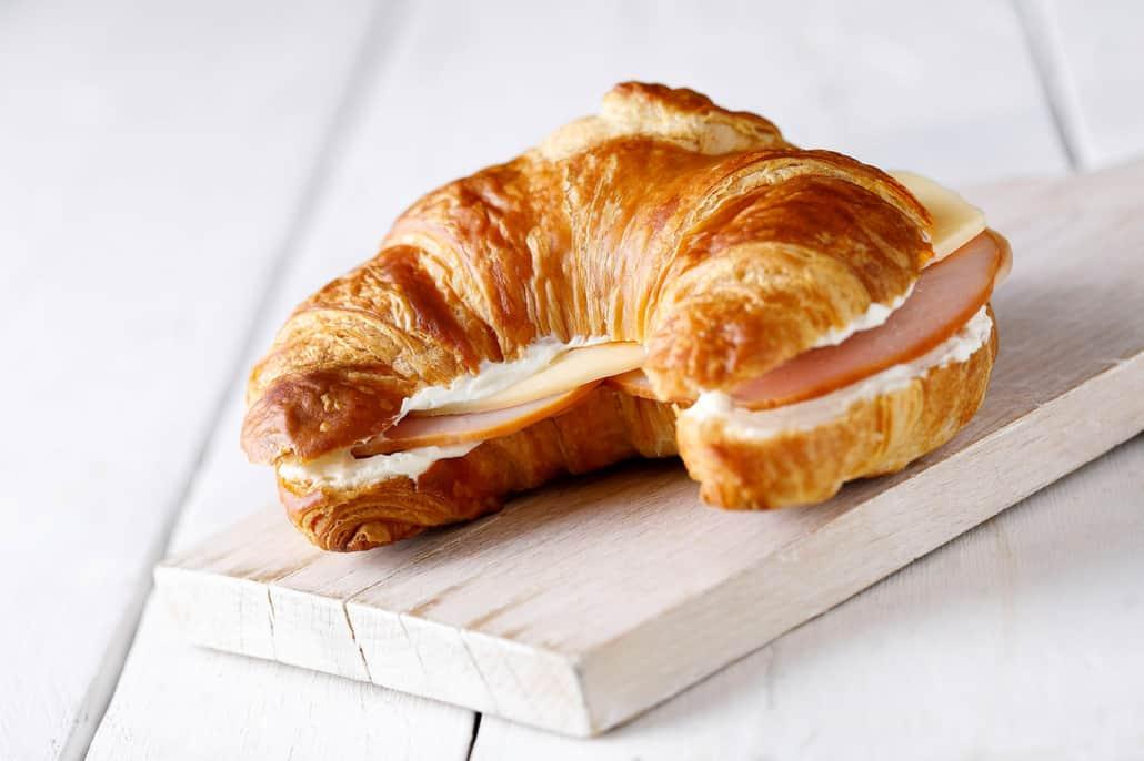 TUI fly Essen an Bord Croissant