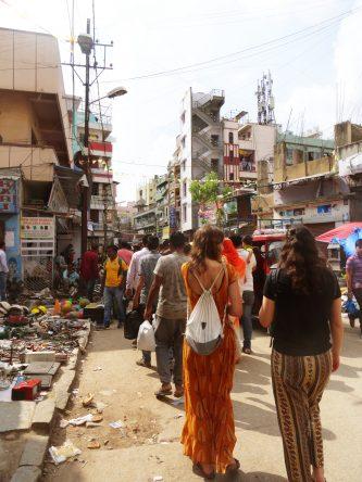 Buntes Treiben auf dem KR Market in Bangalore.