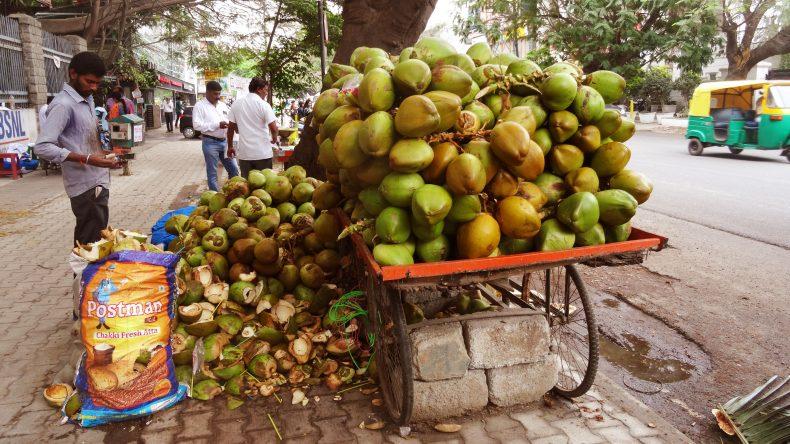 Solche Kokosnusstände gab es an jeder Ecke.