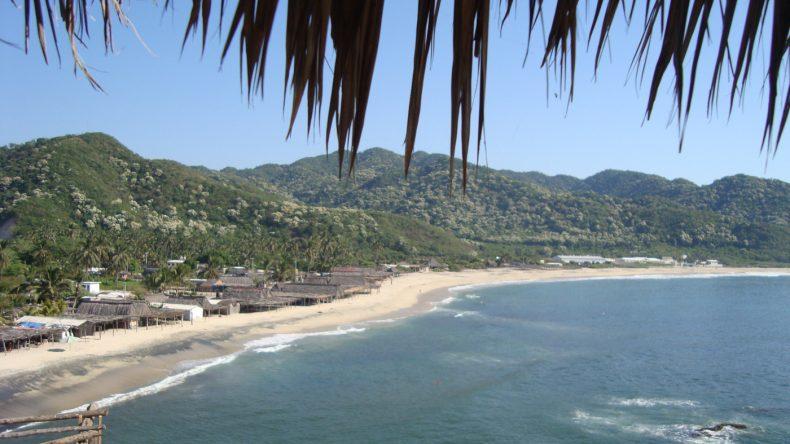 Von den felsigen Klippen am Playa Maruata hat man einen tollen Blick auf die Küste.